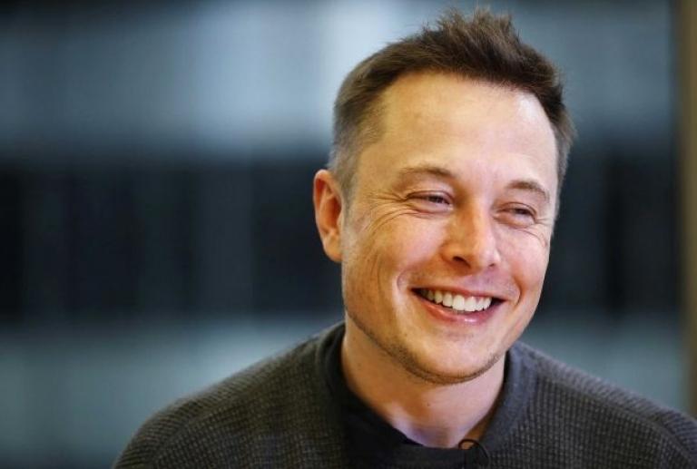 Маск анонсировал создание человекоподобного робота